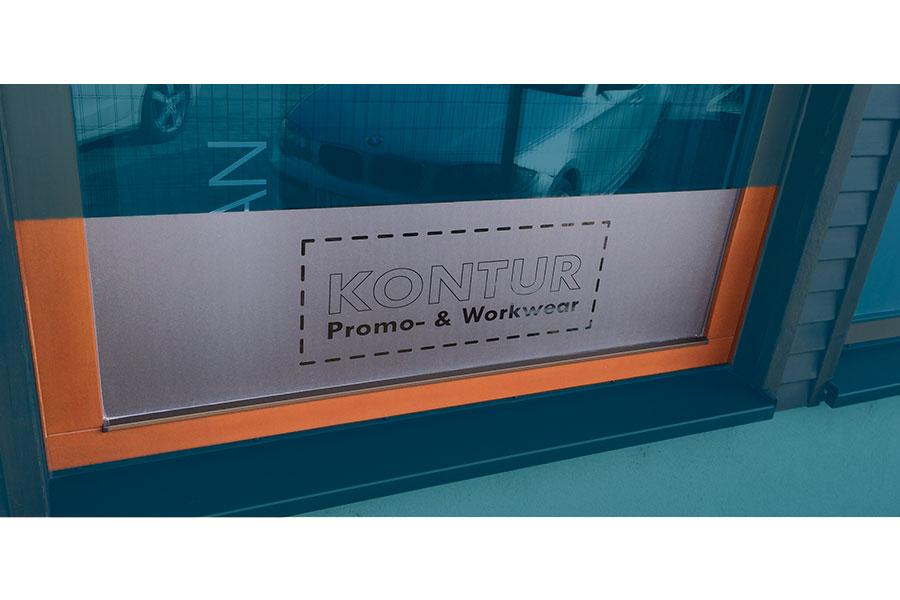 reklamny textil polepy okien prevadzky grafika kontur svet oblecenia vysivanie na oblecenie sladkosti dizajn animagraf graficke studio a reklamna agentura nitra
